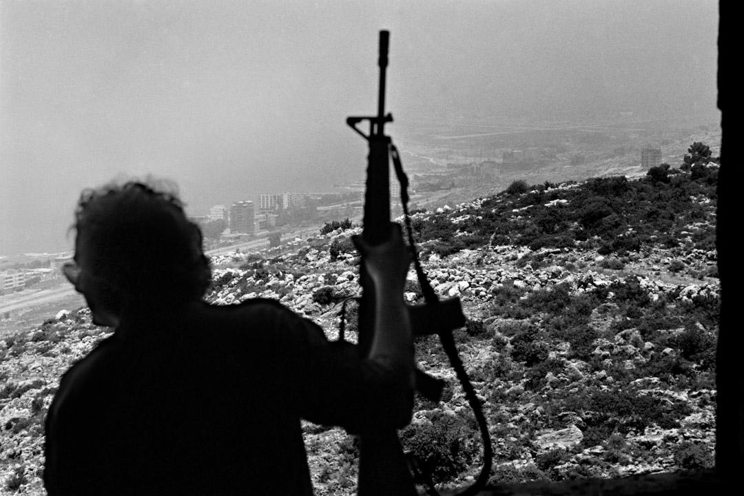 1982年6月,黎巴嫩戰爭,一名以色列士兵在黎巴嫩首都貝魯特。