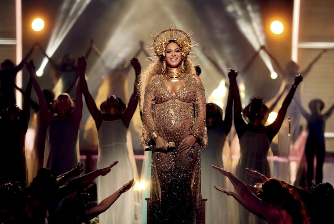2017年2月12日,Beyoncé 在第59屆格林美獎中帶著懷孕的身體表演。