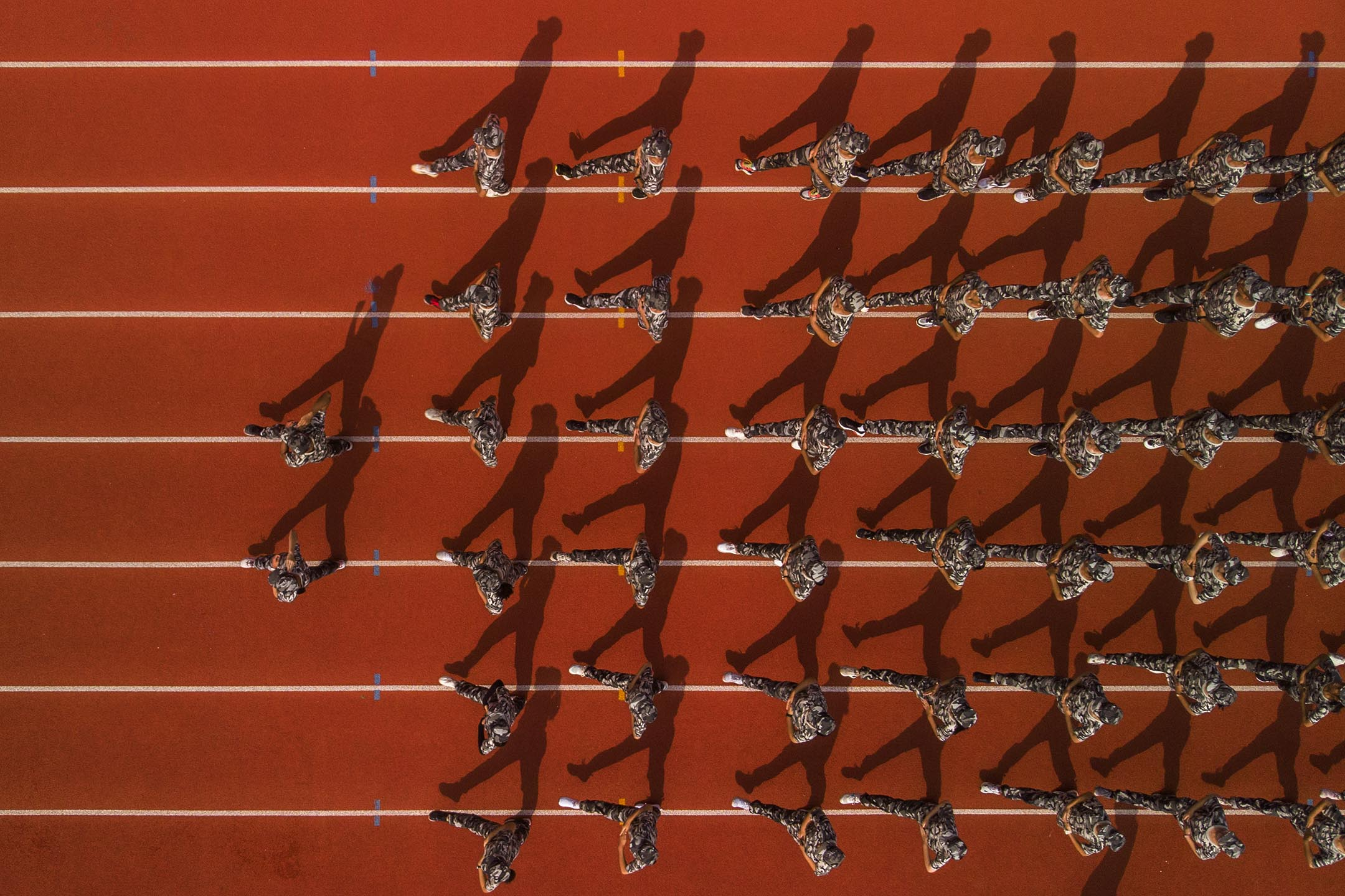 2020年8月29日中國四川,高中新生參與步操。 攝:Huang Zhenghua/VCG via Getty Images)