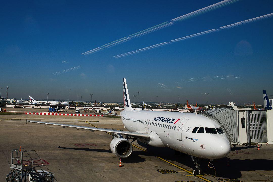 2021年4月27日,一架法航客機在巴黎奧利機場。 攝:Nathan Laine/Getty Images