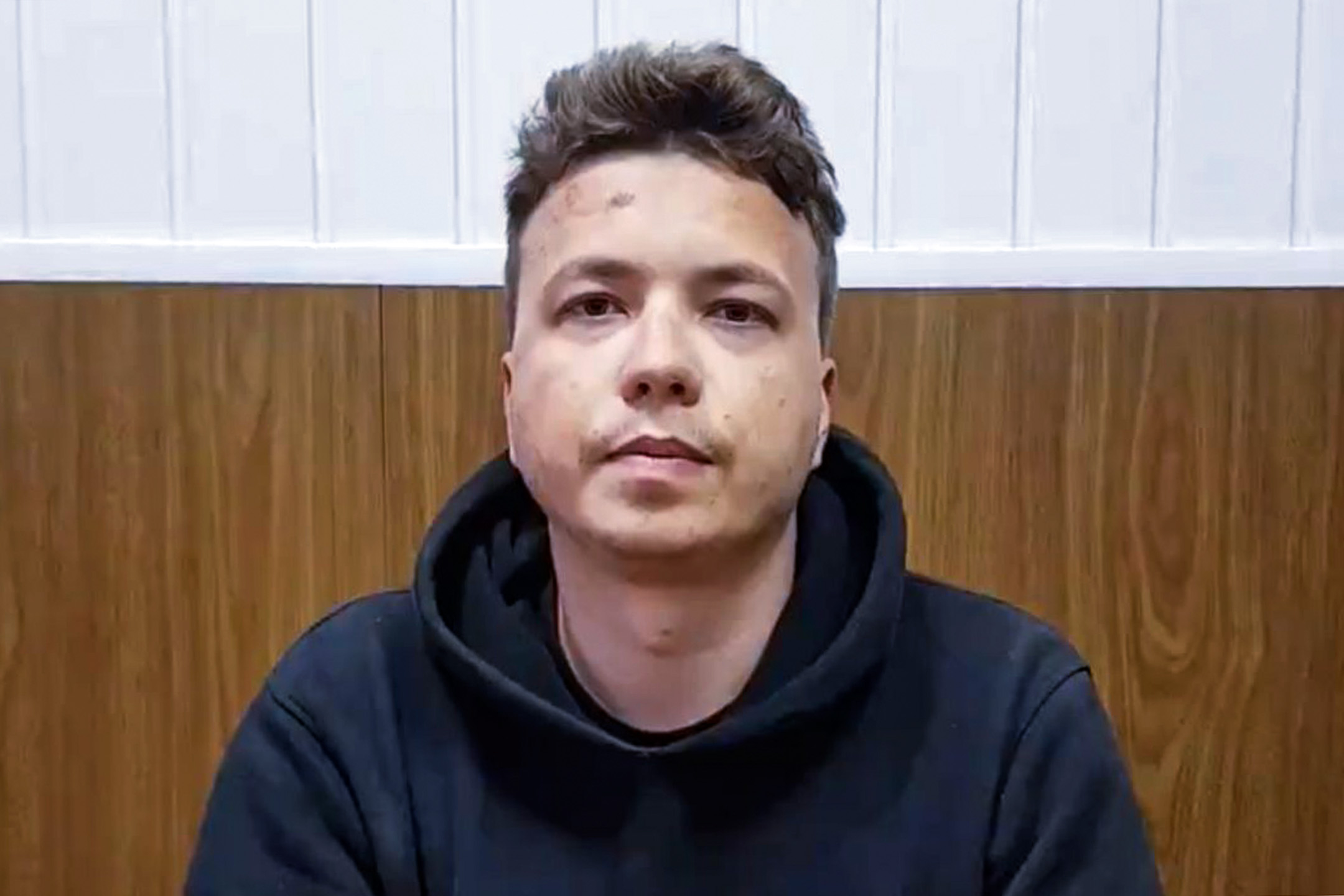 2021年5月24日,白羅斯26歲被捕異見記者羅曼·普羅塔塞維奇(Roman Protasevich)錄像。 圖片來自錄像截圖。