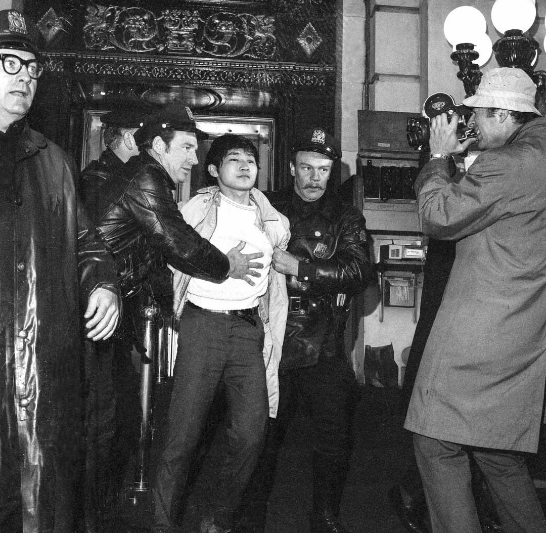 1970年4月24日,蔣經國訪美期間於紐約市廣場飯店門口被留學生黃文雄槍擊刺殺未遂。