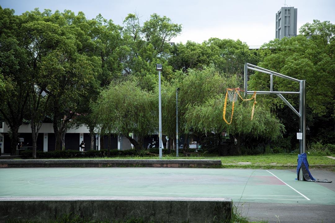 2021年5月21日,台灣新北市的籃球場因應疫情爆發被關閉。