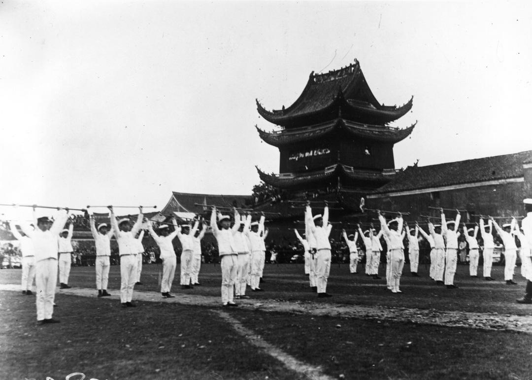 1911年,中國革命期間的士兵在進行演習。