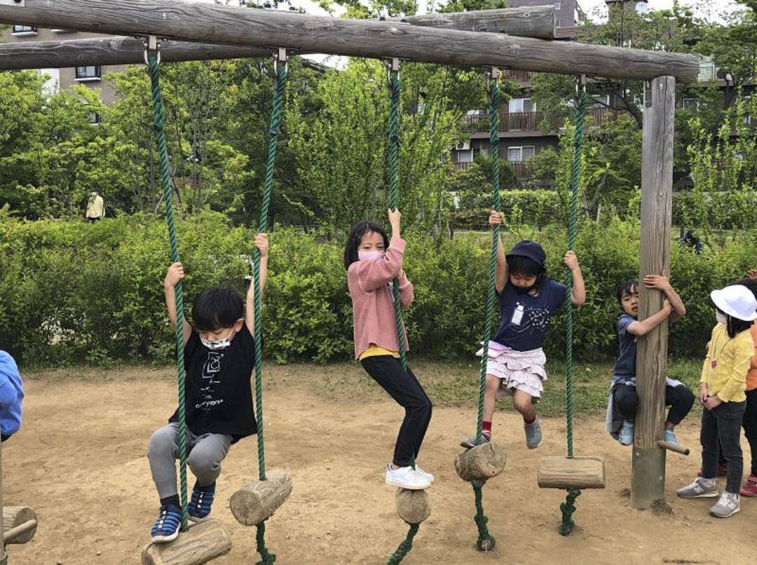 和光小學小學生在附近的一個大公園遊玩。