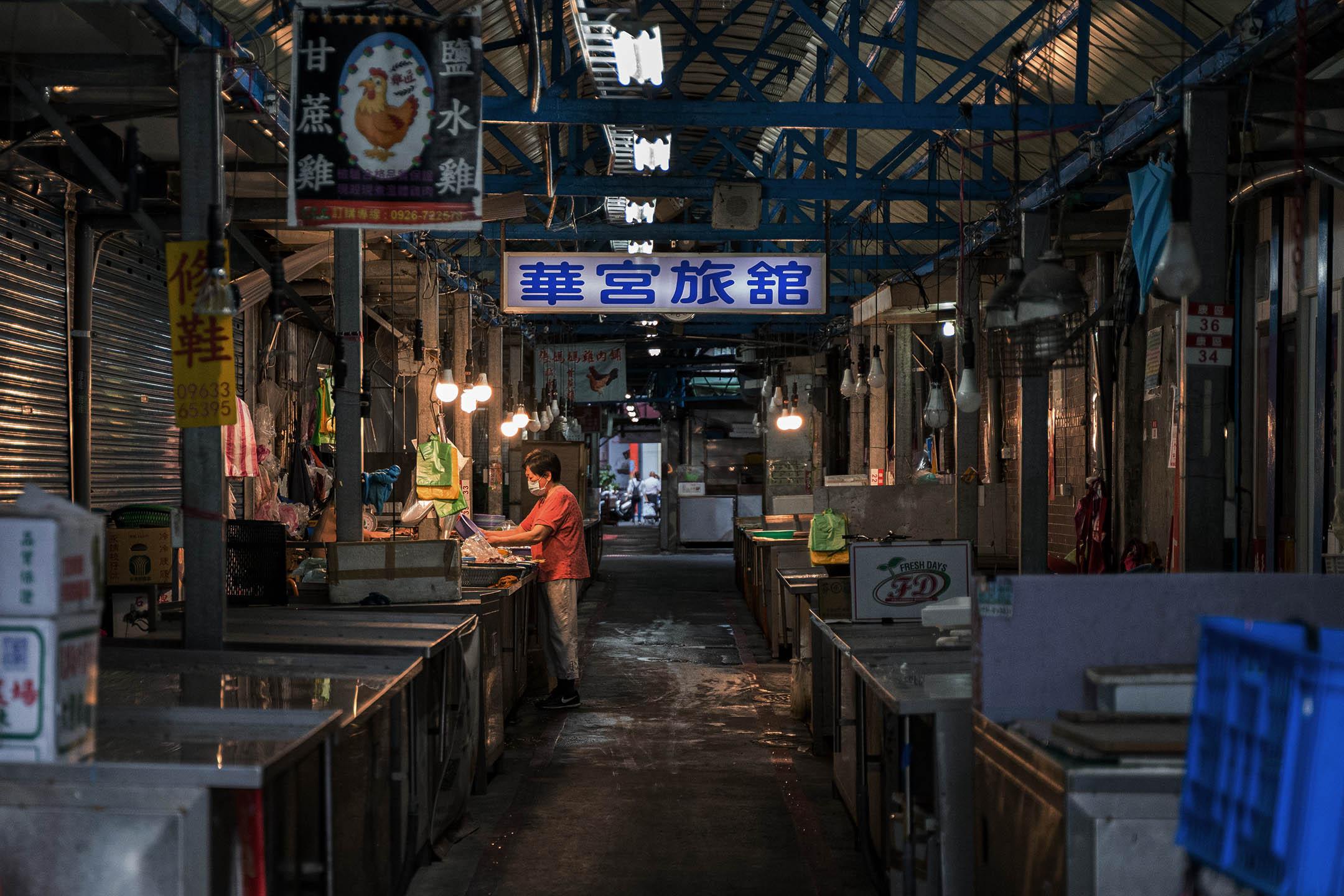2021年5月16日台北,萬華區的街市。