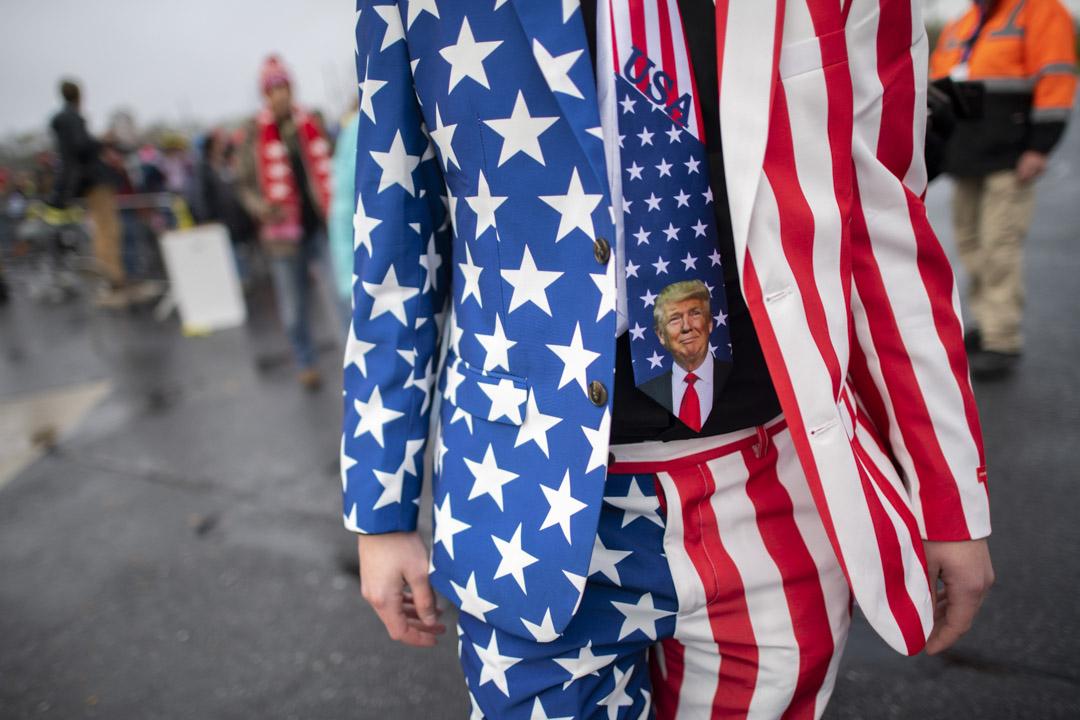 2020年10月26日,賓夕法尼亞州利的特朗普選舉集會上的一名支持者。