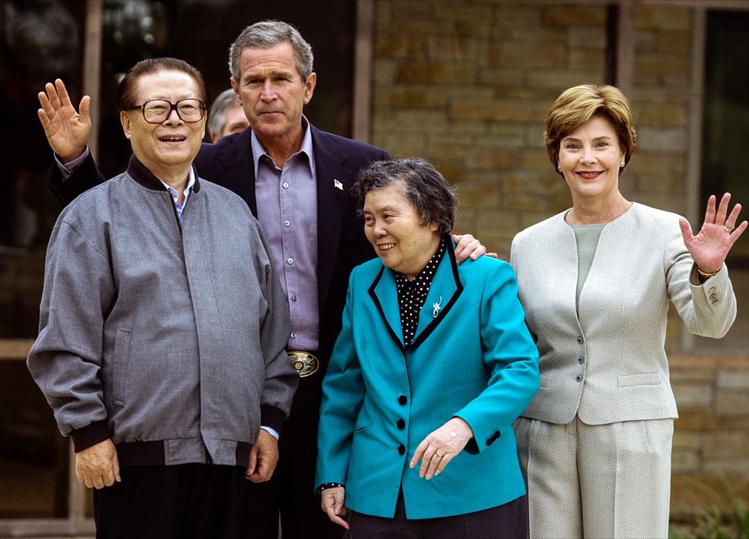 2002年,時任中國國家主席的江澤民訪美期間,楊潔篪因和布殊家族的私交甚好,促成小布什邀請江澤民到得克薩斯農場赴私宴。