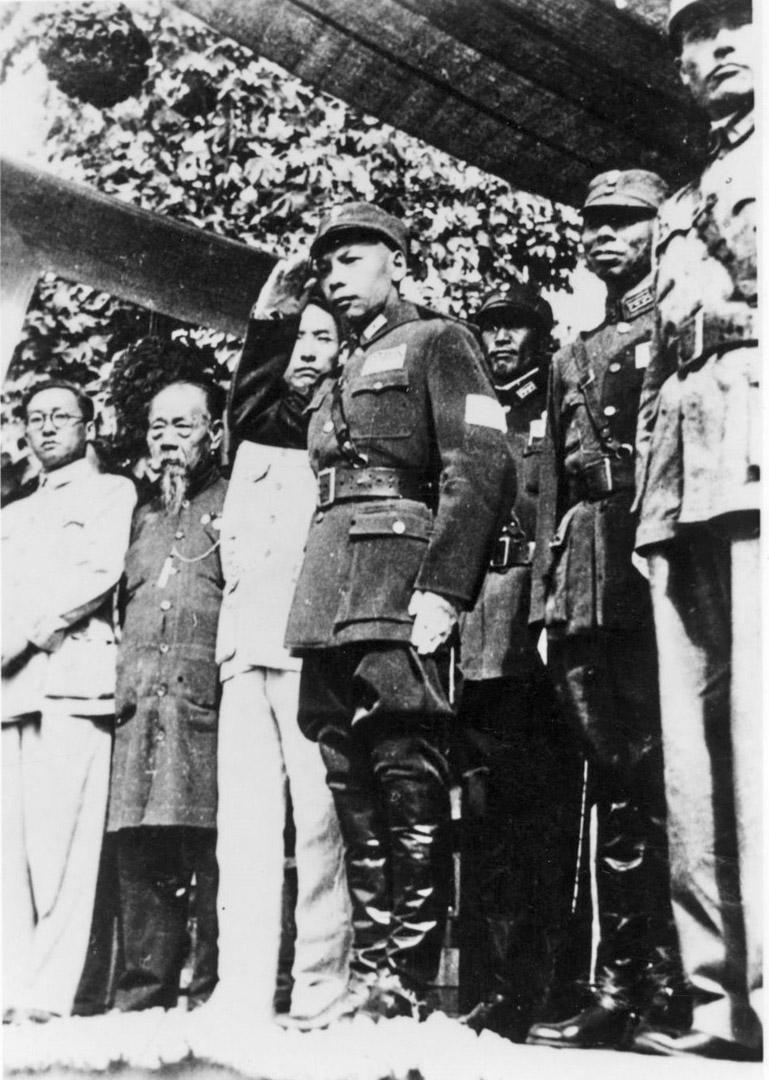 1945年,蔣經國校閱青年軍。