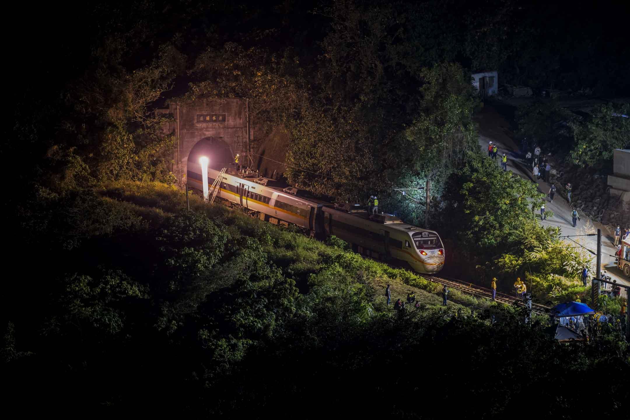 2021年4月2日,花蓮台鐵「太魯閣號」脫軌事故的現場。