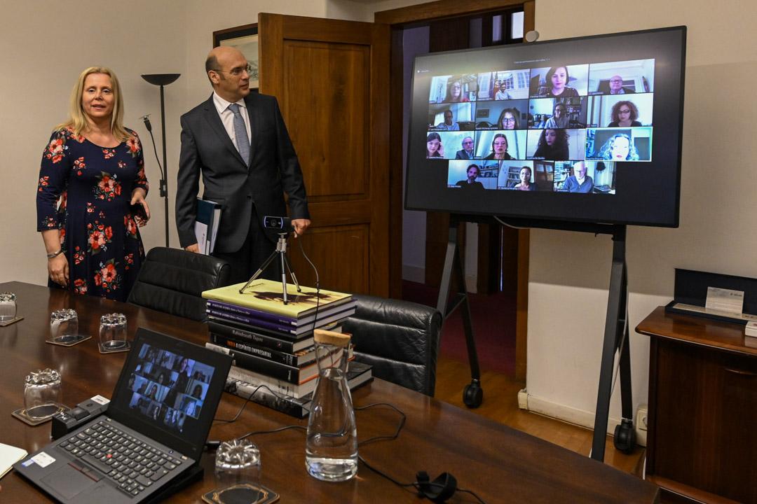 2020年4月22日在,葡萄牙政府的一個工作會議使用zoom軟件跟外地人員溝通。 攝:Horacio Villalobos#Corbis/Corbis via Getty Images