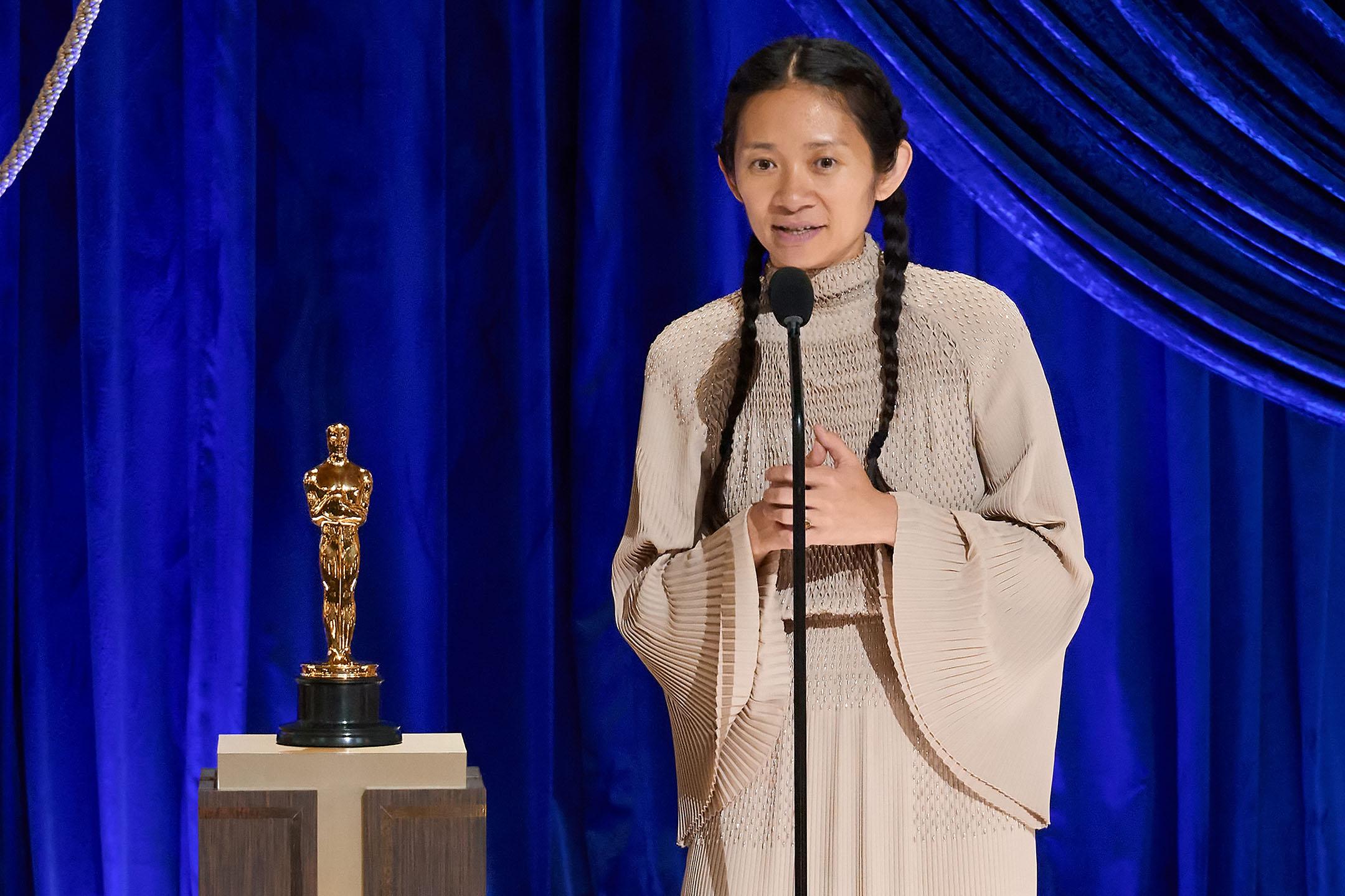 2021年4月25日洛杉磯,第93屆奧斯卡金像獎頒獎典禮上,趙婷獲得最佳導演獎。
