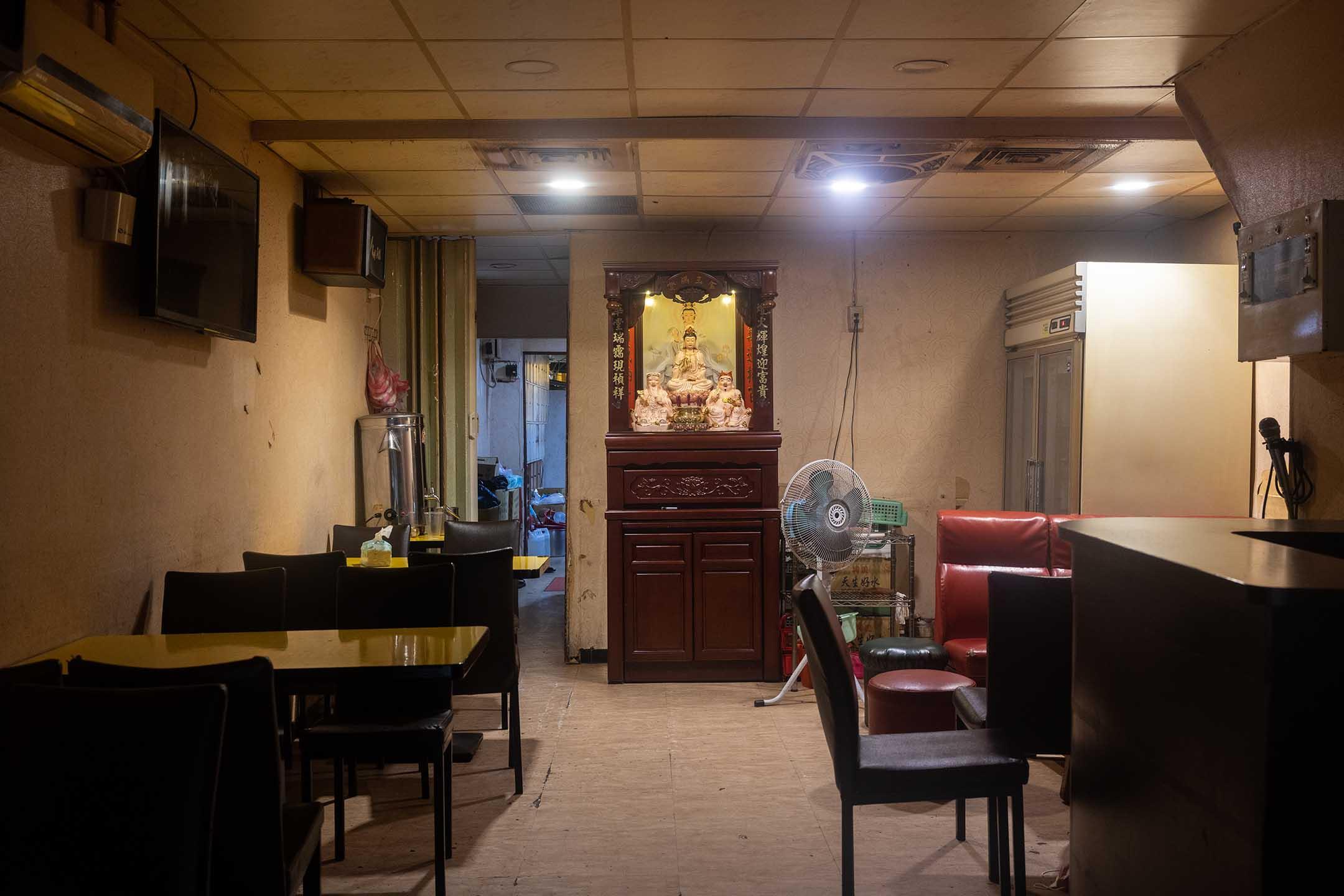 2021年5月17日,台北萬華區的茶室。