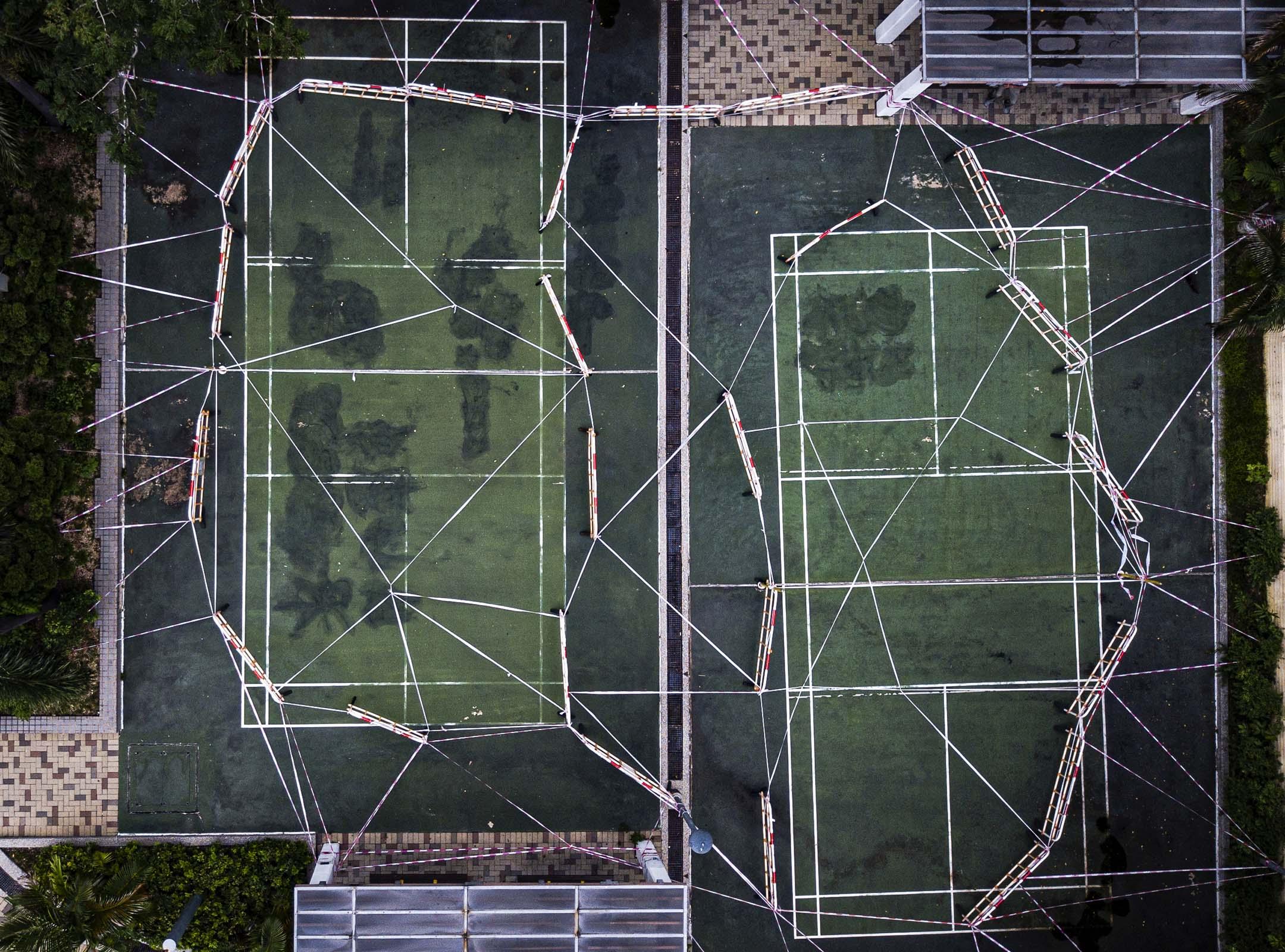 2020年9月10日牛頭角下邨,一個羽毛球場因2019冠狀病毒被圍封。