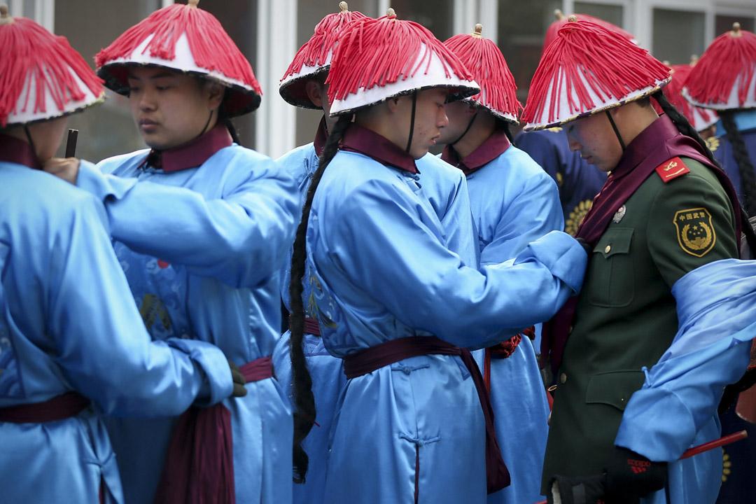 2013年2月9日,春節廟會上有警察扮成清朝人參與活動。