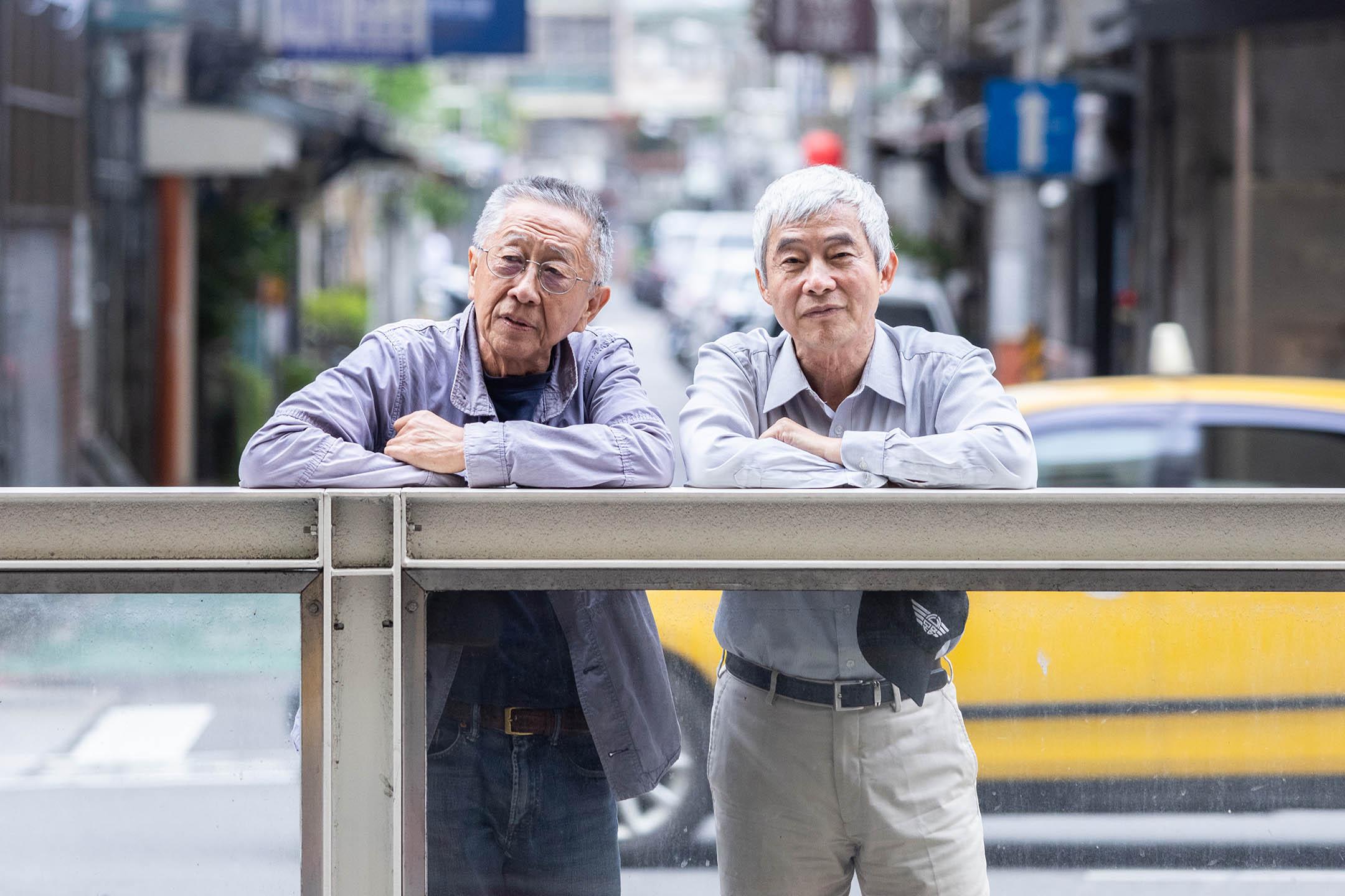台大城鄉所退休教授劉可強(左)與前交通部長賀陳旦(右)。 攝:張國耀/端傳媒