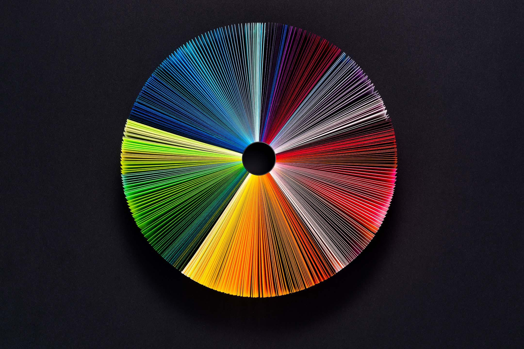 不同顏色的紙頁。 圖:Getty Images