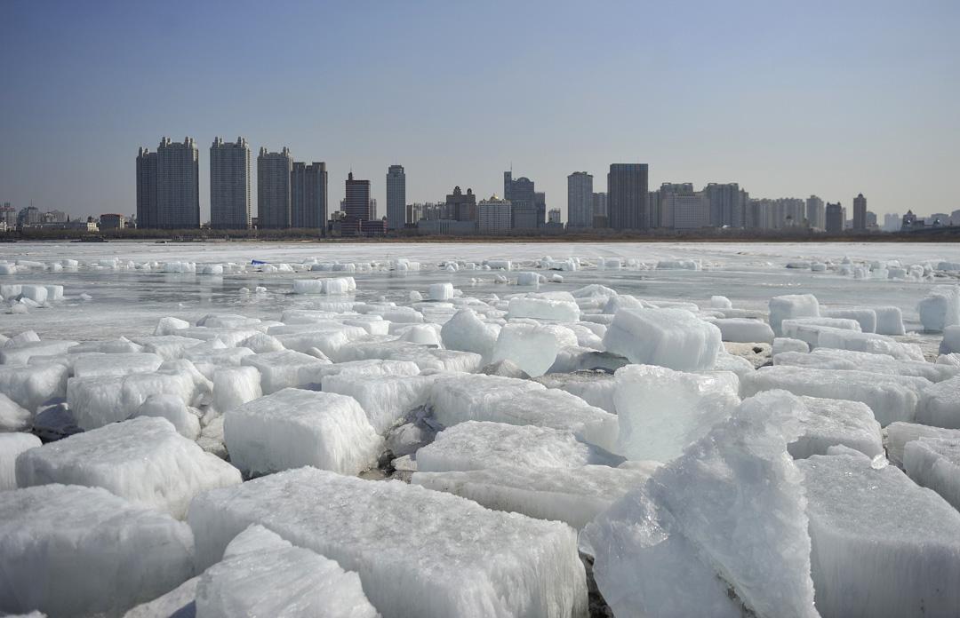 2018年3月20日,哈爾濱的松花江上結冰。