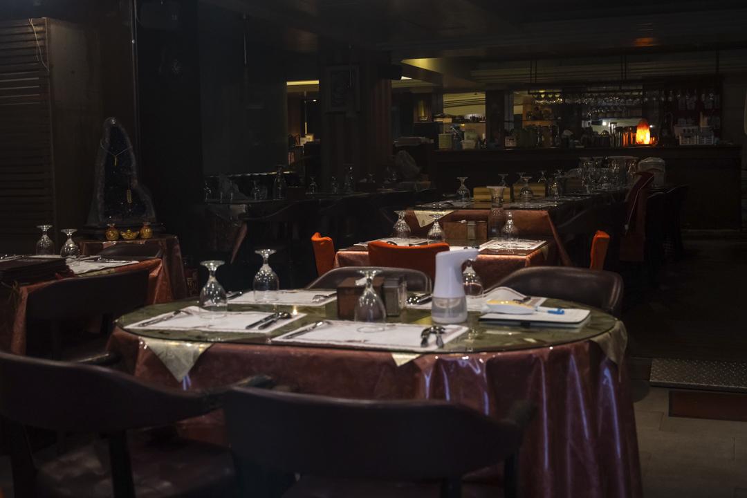2021年5月27日,疫情嚴重下的台北,一家空蕩蕩的餐廳。