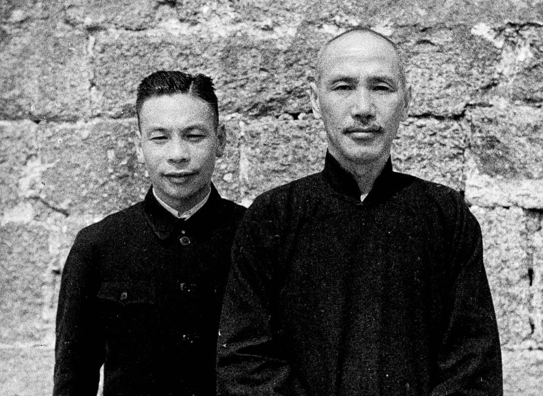 1941年11月29日,蔣介石和兒子蔣經國。