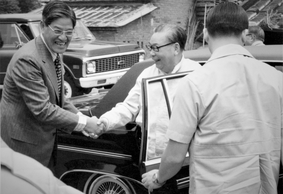 1979年春天,蔣經國前往李登輝的三芝故居作客。