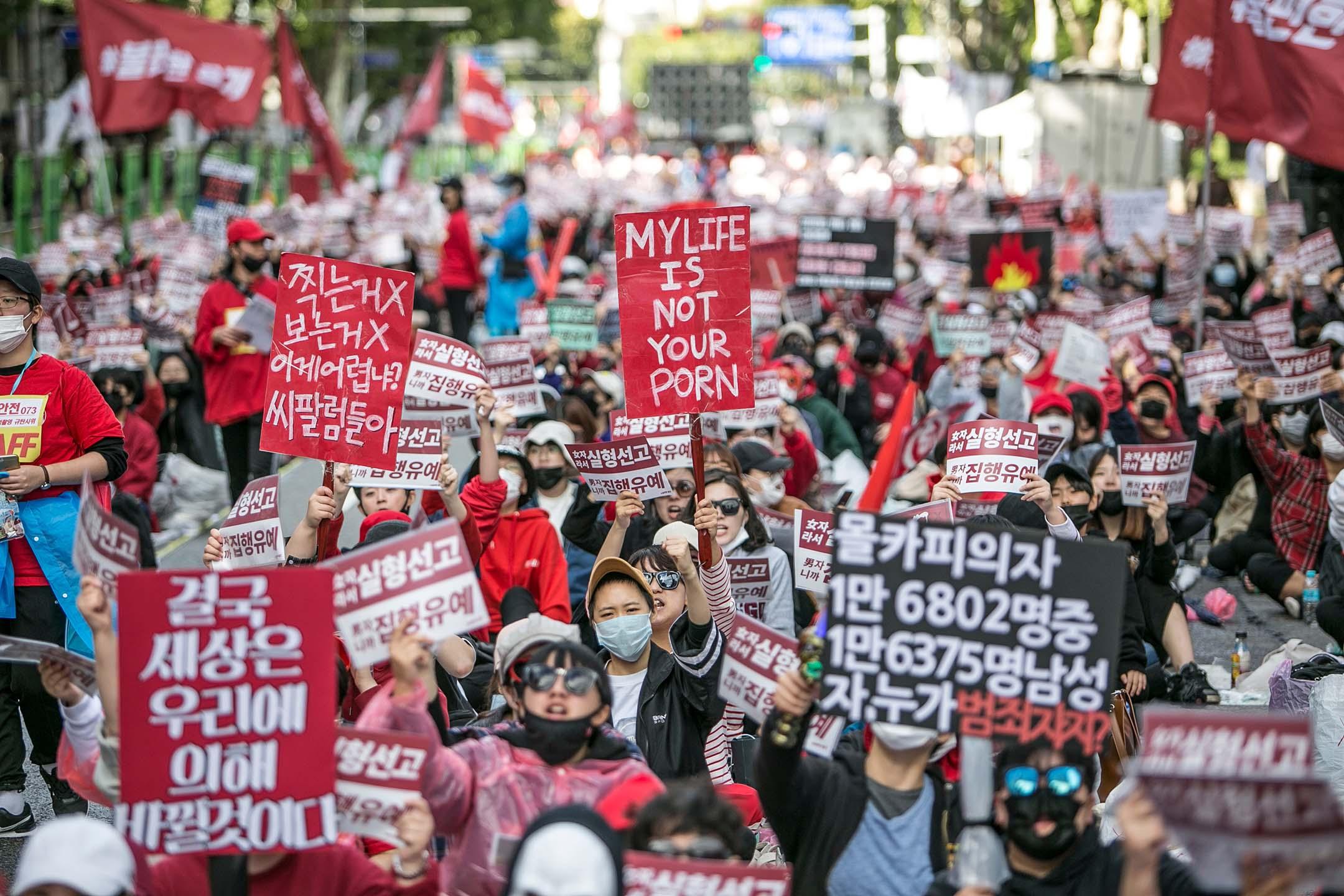 2018年10月6日韓國首爾,韓國婦女在首爾抗議性別歧視和色情偷拍。 攝:Jean Chung/Getty Images