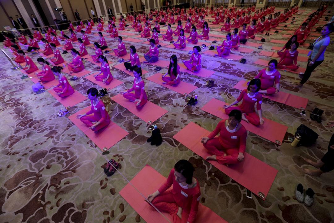 北京的孕婦們正進行集體瑜伽。