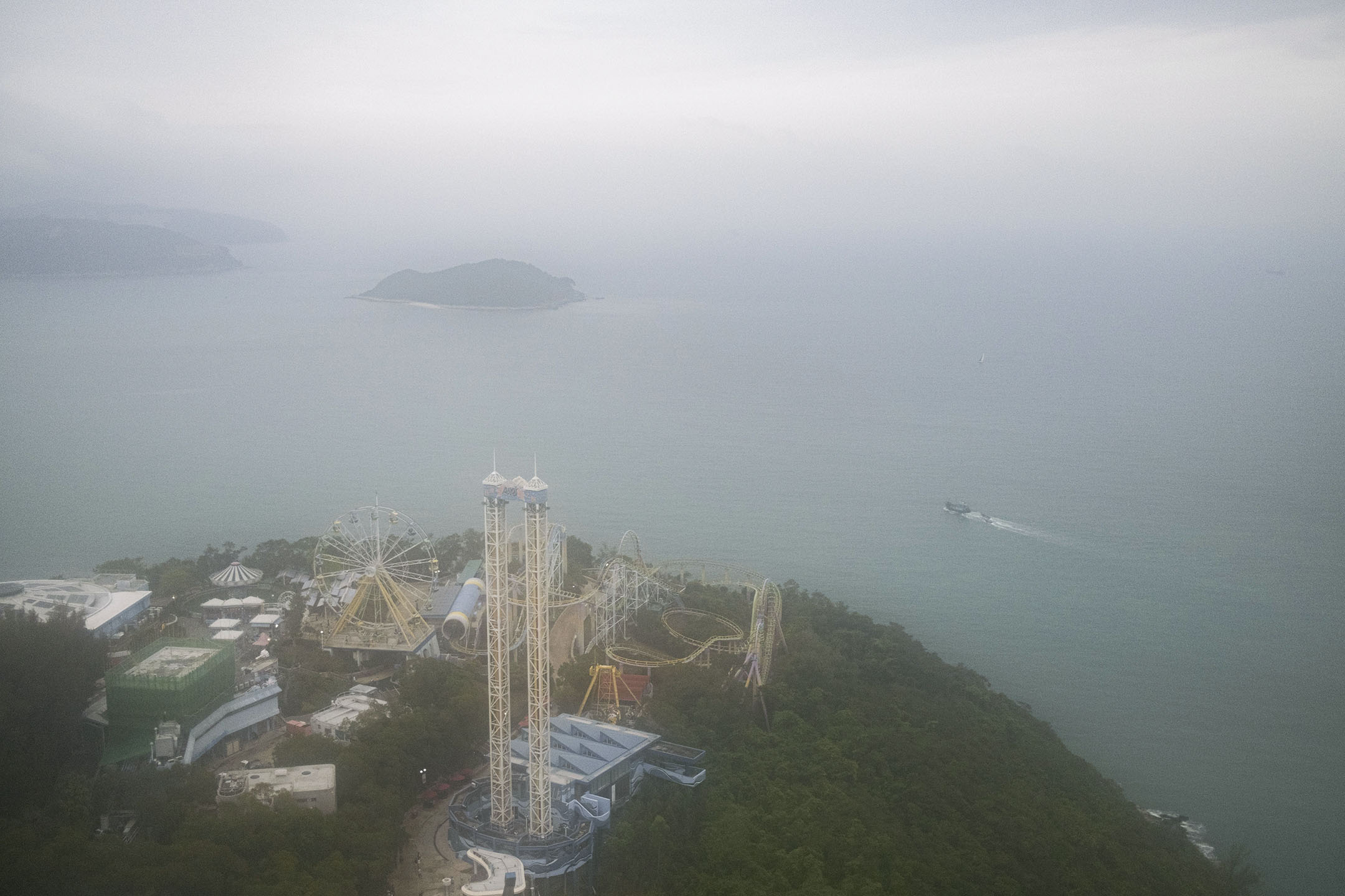 2021年4月28日,海洋公園位於香港島的南海岸。