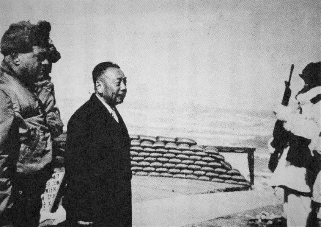 1969年,蔣經國在板門店停戰區檢閱駐軍。