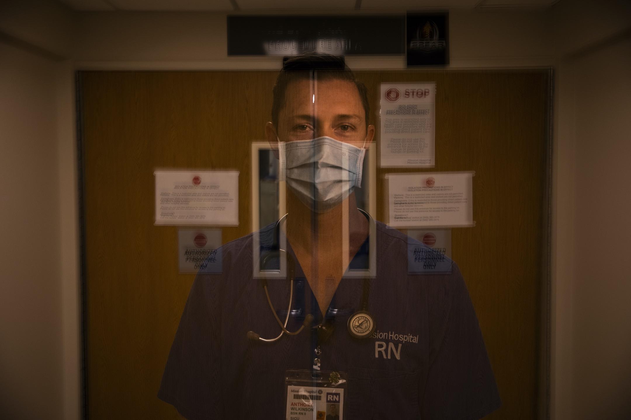 Anthony Wilkinson仍然記得那段30小時的經歷——當天有三位病人過身。「我試圖令他們存活,但他們的身體卻正在腐壞。」 攝:Jae C. Hong/AP/達志影像