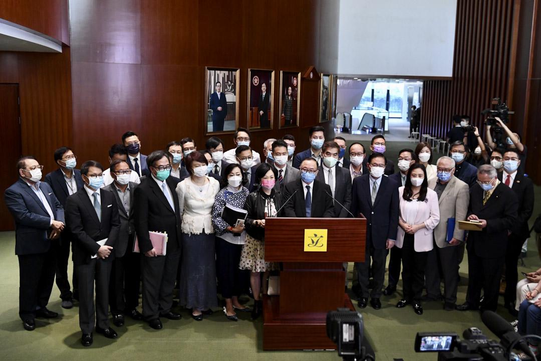 2021年5月27日,香港立法會通過「完善選舉制度」修訂條例草案後,建制派立法會議員集體見記者。