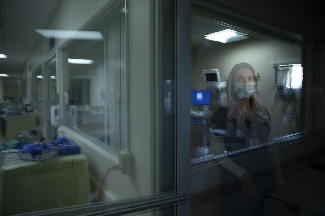 註冊護士Jill Shwam每天都回憶起這個場景:一位11歲男孩在尖叫,旁邊的40歲母親正接受醫生搶救,沒有理會。當Shwam看到那位媽媽的氧氣指數急跌,跟她說:「該說再見了。」母親向男孩說:「希望這不是我最後一次跟你說話。我要走了。」