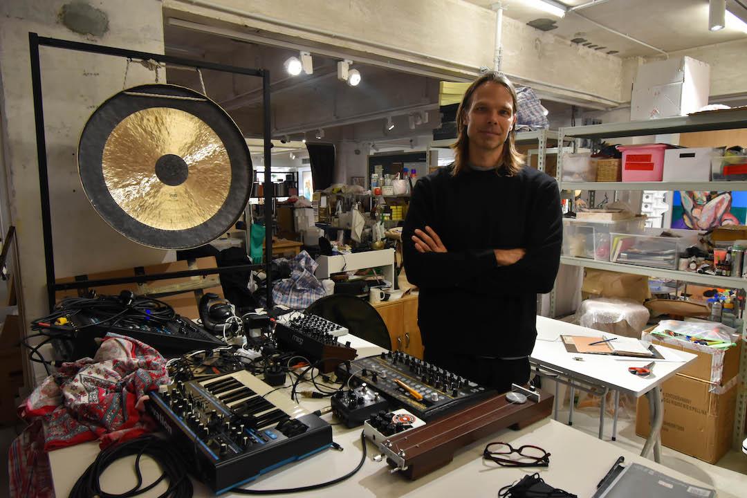 Shane為聲音藝術家,他輯錄了城市中的聲音後混合出獨特的音效,為《旅.神經》創作多種實驗性音樂。
