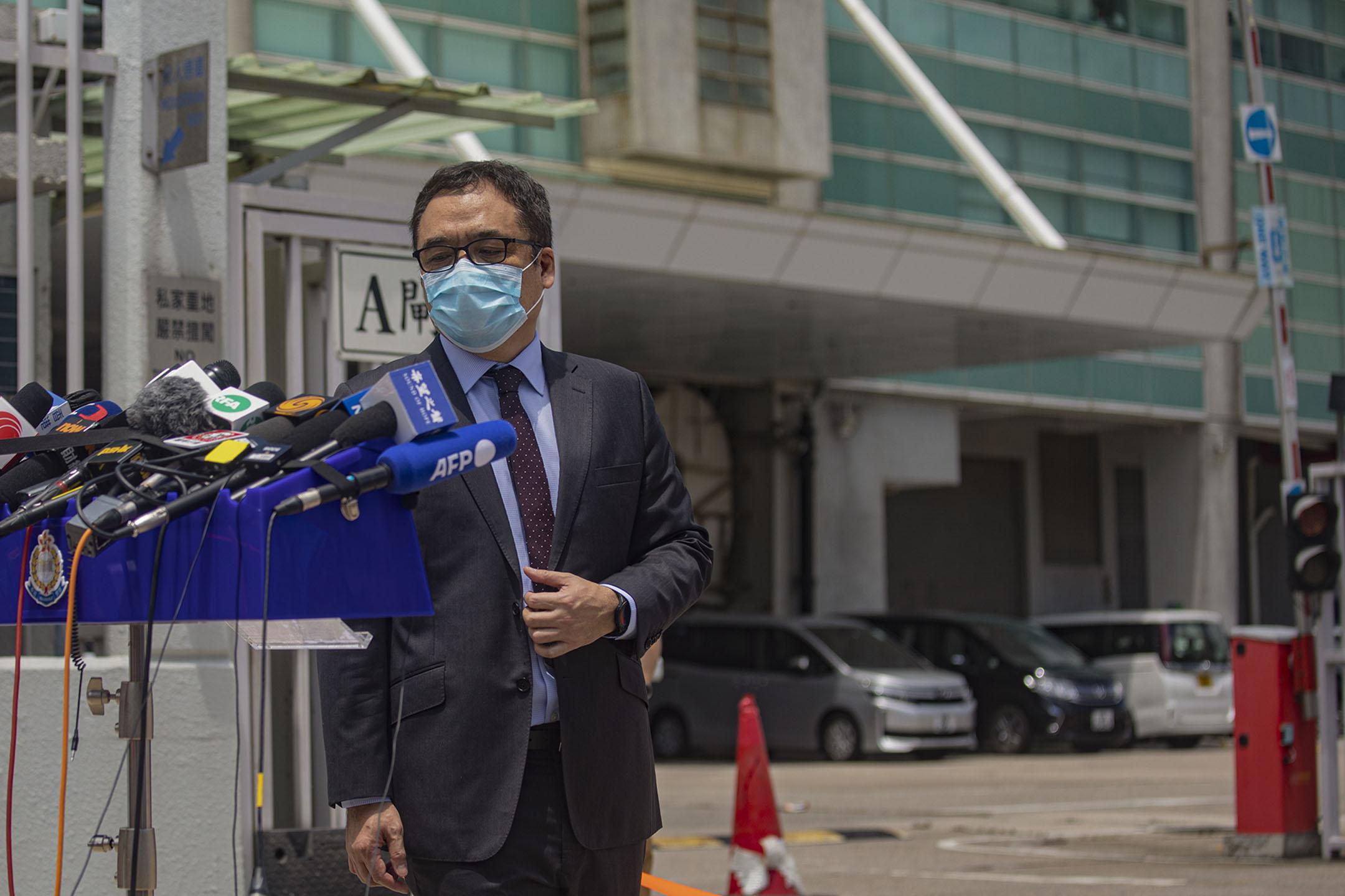 2021年6月17日將軍澳蘋果大樓外,警方國安處高級警司李桂華向傳媒交代情況。