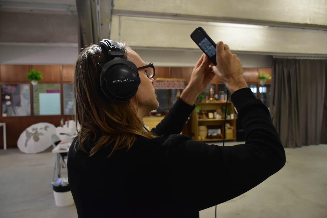 《旅.神經》是一種沉浸式的互動體驗,Shane建議大家戴上耳機,獨自一人在一個寧靜空間展開探索自我的旅程。