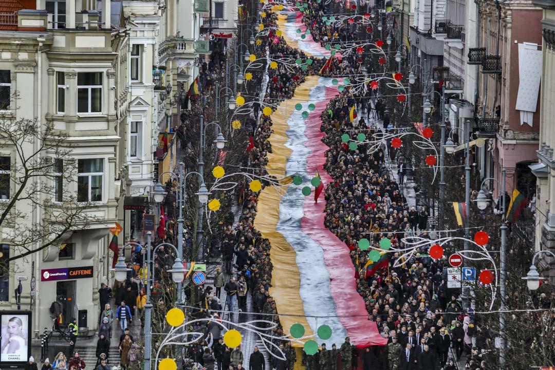 2020年3月11日,立陶宛人在維爾紐斯舉行遊行﹐紀念從蘇聯獨立 30 週年。 攝:Petras Malukas/AFP via Getty Images
