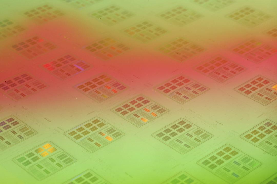 台積電製造的矽片在台灣新竹的公司總部被安排拍照。