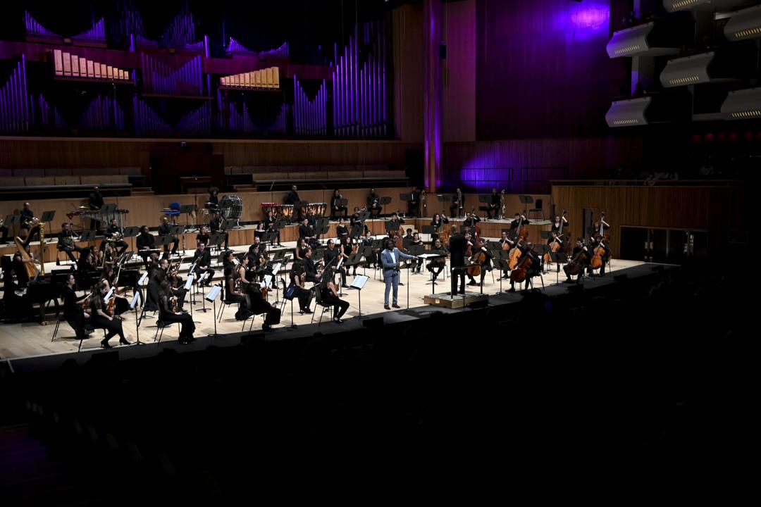 南岸中心(SouthBank)首場演出是來自2015年成立於倫敦的歐洲首個黑人交響樂團Chineke! 。