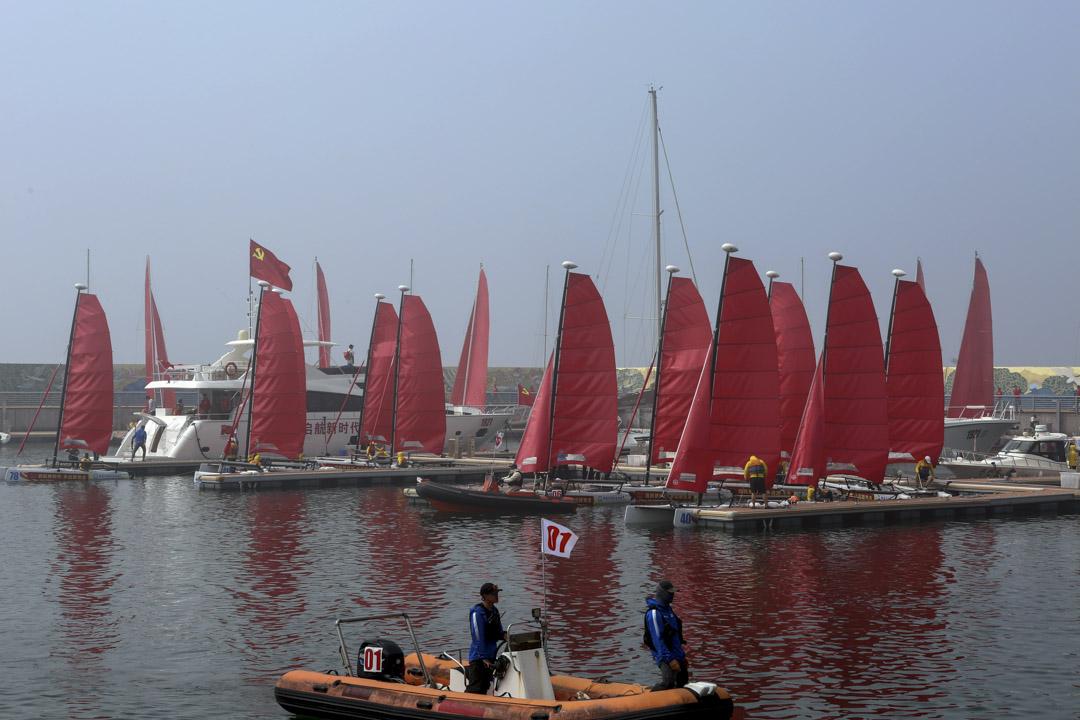 2021 年6月11日,河北秦皇島舉行的慶祝中國共產黨成立100週年的帆船活動。