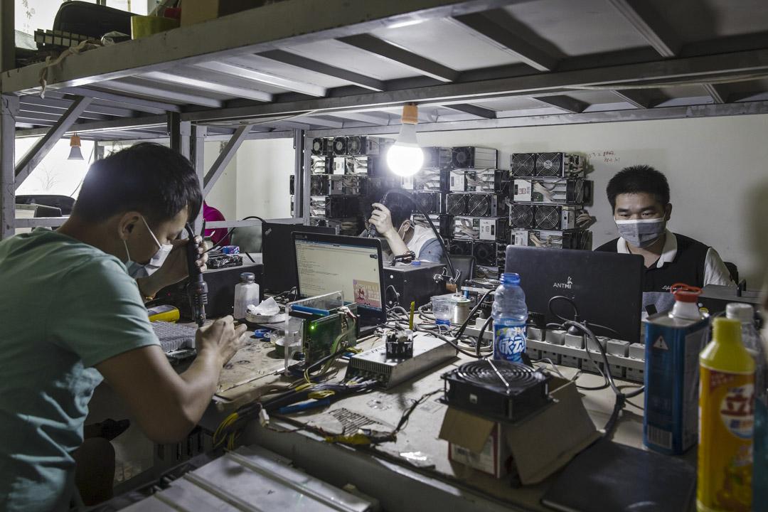 2017年8月11日,內蒙古鄂爾多斯的比特幣採礦場地。 攝:Qilai Shen/Bloomberg via Getty Images