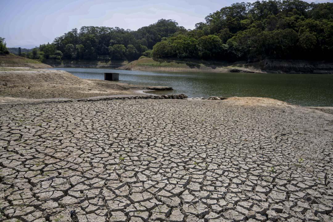 2021年4月7日,台灣新竹寶山第二水庫因旱災引發缺水危機。