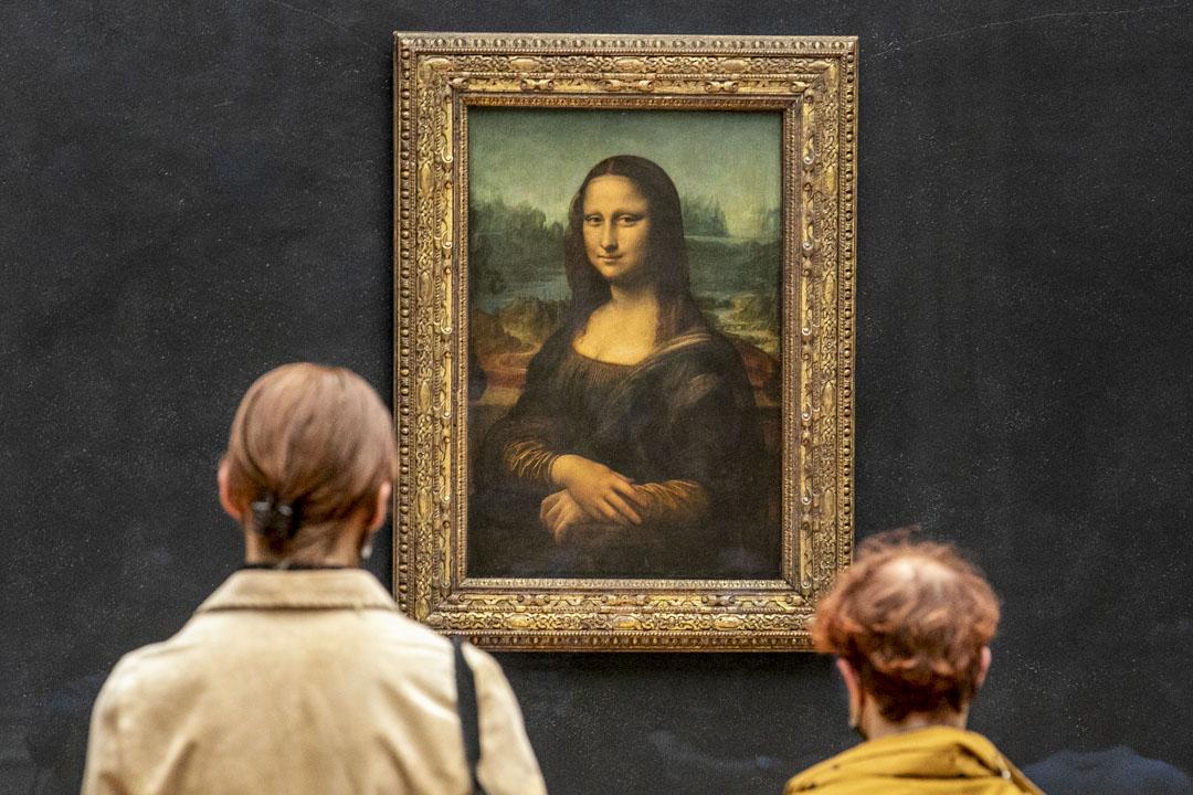 2021年5月19日,法國巴黎羅浮宮,疫情下的參觀者在欣賞《蒙娜麗莎》(La Joconde) 畫作。