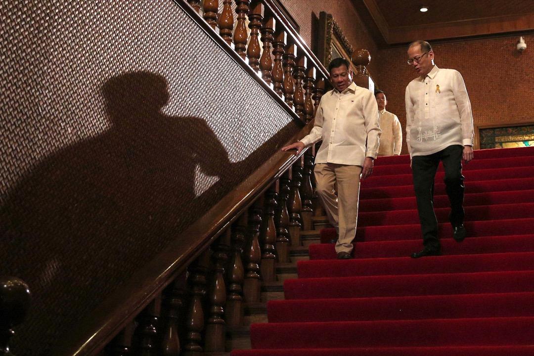 2016年6月30日,菲律賓首都馬尼拉,卸任總統艾奎諾三世與候任總統杜特蒂在馬拉坎南宮進行交接。