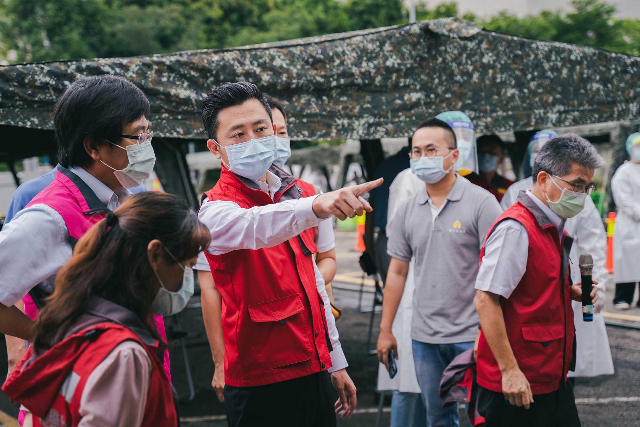 2021年6月5日,新竹市長林智堅視察竹科篩檢站。
