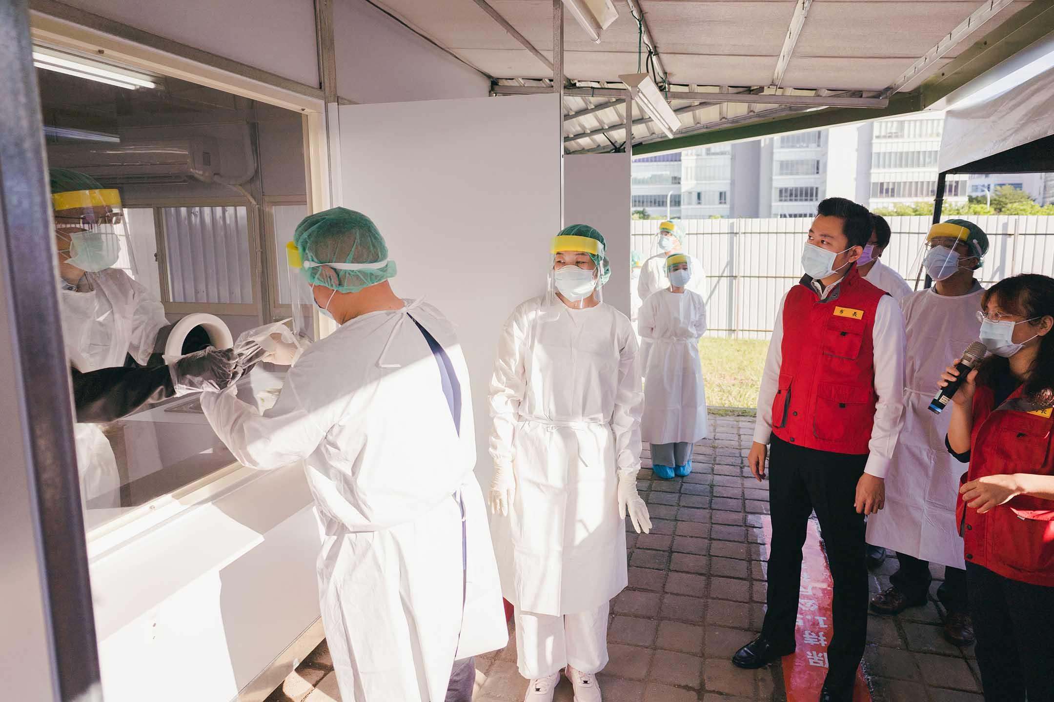 2021年6月3日,新竹市長林智堅於國軍竹科篩檢站。