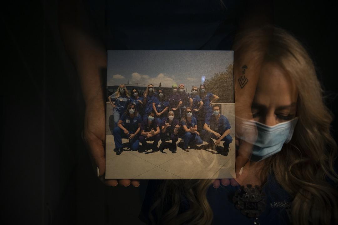 很多病人被通知要戴上呼吸機時,都感到害怕。Debbie Wooters記得有一位病人曾喘著氣、望著她說:「我不想死。」