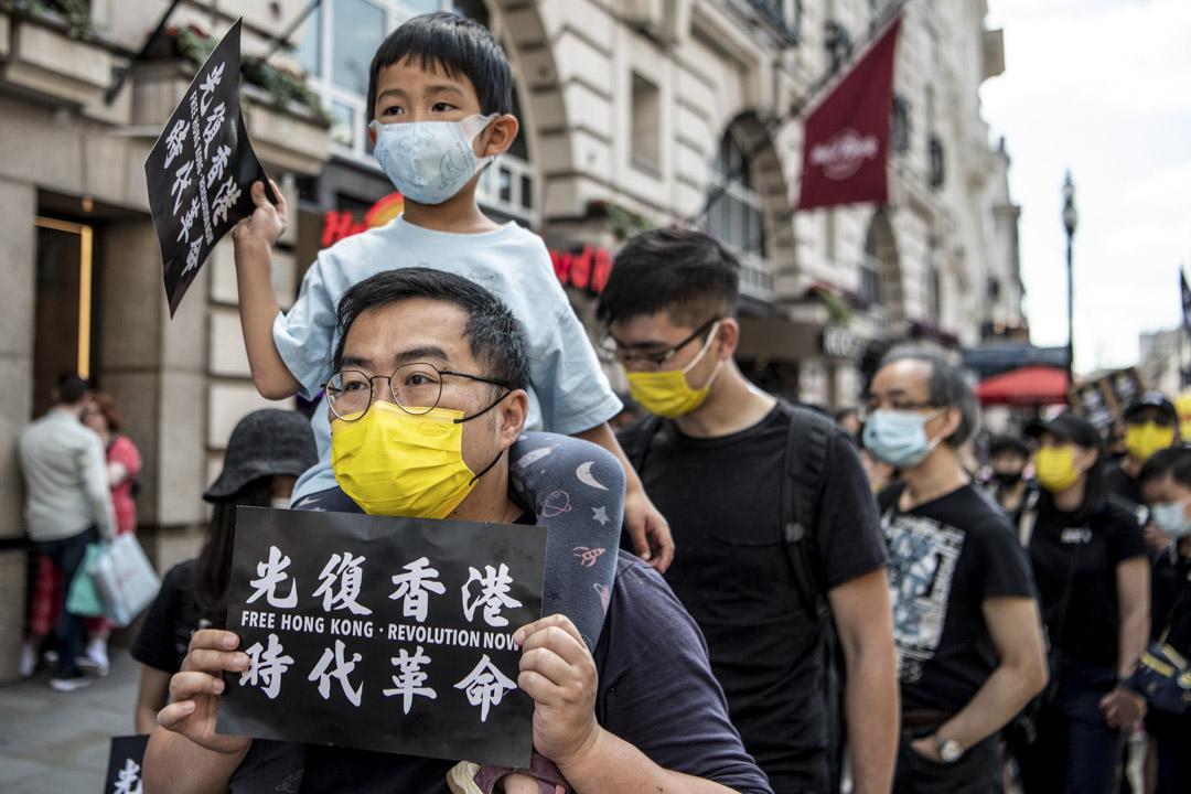 2021年6月12日,英國倫敦的紀念香港612集會,不少遊行人士帶同小朋友參加。