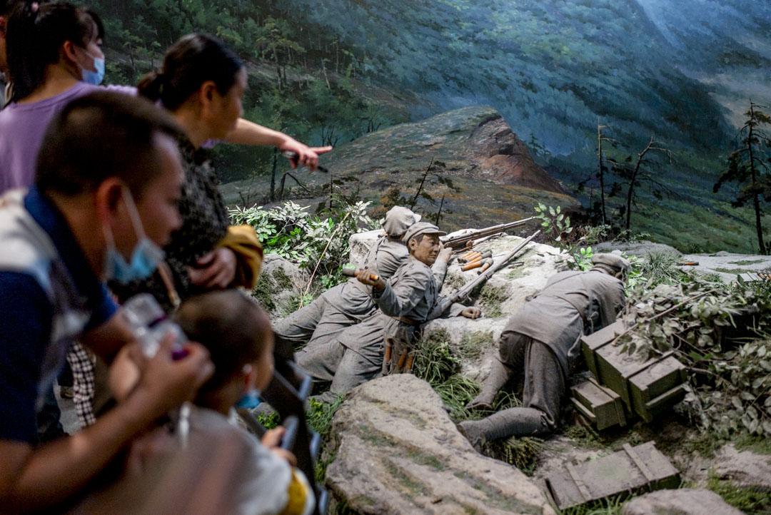 2021年5月30日,遵義會議紀念館內的一個裝置,是模擬當年紅軍渡烏江的情景。