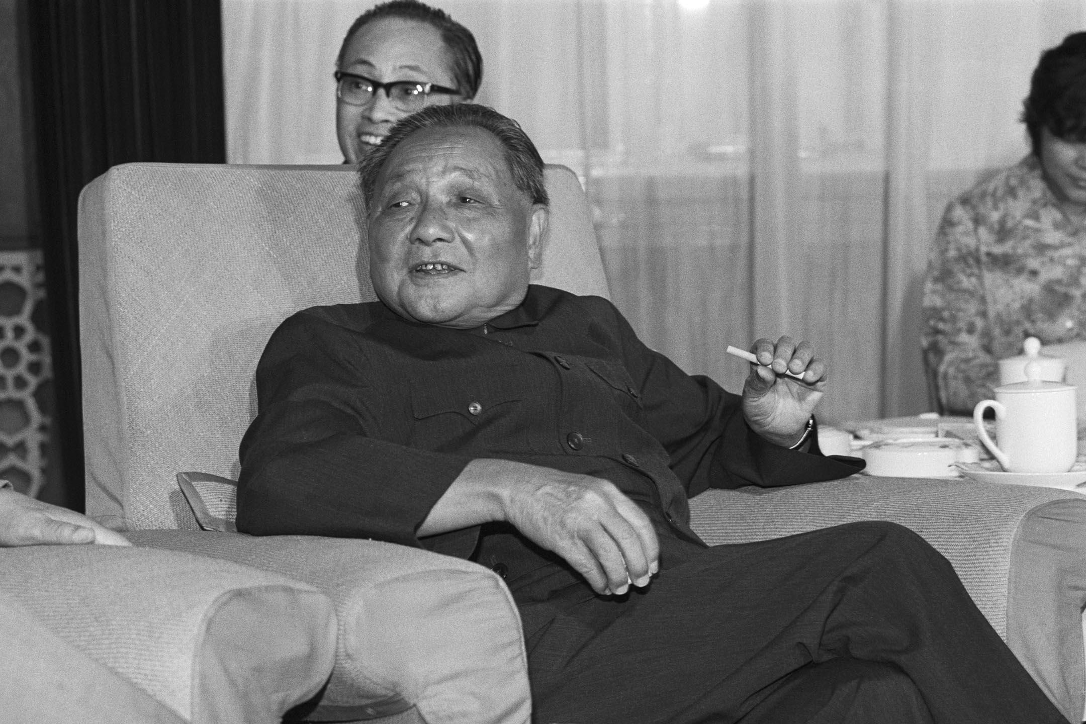 1983年8月27日北京,鄧小平在北京會見參美國議員亨利傑克遜。