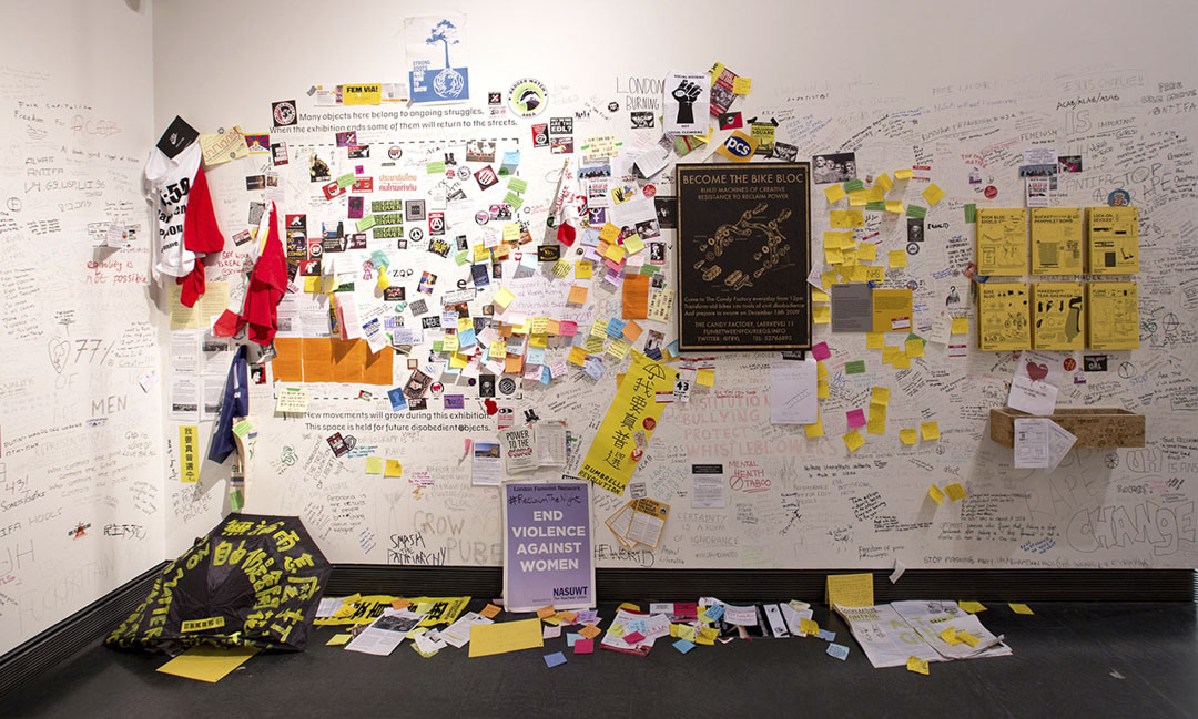 Disobedient Objects展覧展出世界各地抗爭運動中的物品,窺探普羅民眾扭轉權力弱勢、推動社會變革的示威物品。